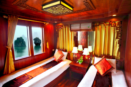 Bedroom on Amigo Boat
